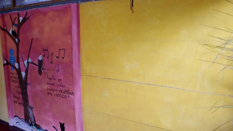 Cocinera sufre porque su casita esta a punto de venirse a bajo por culpa de las lluvias. Foto Keyna Calderón.