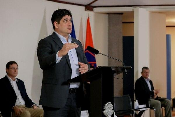 El Gobierno impulsa una reforma para reducir en un 15% los salarios de los empleados públicos. Foto: Roberto Carlos Sánchez / Presidencia para LN