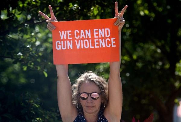 Muchos estadounidenses le reclaman al presidente Donald Trump su pasividad con respecto al uso de armas en ese país. AFP