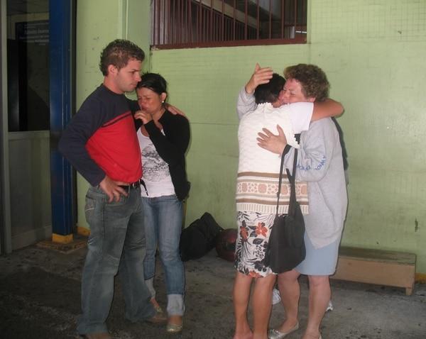 En las afueras del hospital la familia de Lucas muchas veces lloró pensando que no pasaría la noche. Foto: Archivo LT