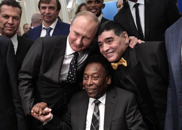 Brasil y Argentina tienen a los dos mejores jugadores de la historia: Pelé y Maradona. Foto AFP
