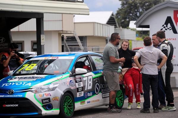 Sabrina ahora recibe todo el apoyo y consejos de su familia. El martes practicó en el Parque Viva previa a la cuarta fecha de la Toyota Yaris Cup. Foto: Rafael Pacheco.