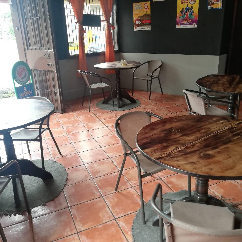 En el Restaurante Doña Juani, frente a la muni de San José, se vendió el pasado 10 de junio el lotto que un día después le dio 247,8 millones de colones a una muchacha de 24 años que creyó que se había pegado solo diez mil colones, pero en el restaurante le dijeron que eran millones lo que había ganado.