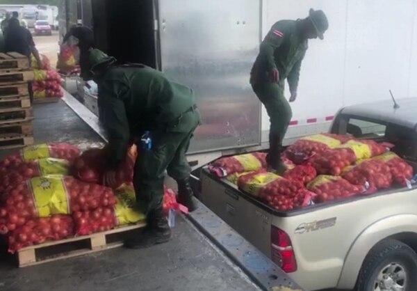 La carga de cebollas está valorada en más de ¢6 millones. Foto MSP.