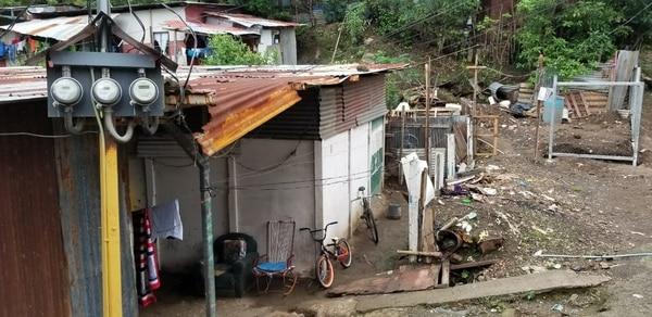 El joven falleció dentro de la casa en la que vivía con sus papás en Las Vueltas de La Guácima. Fotos: Francisco Barrantes