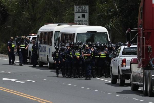 Las autoridades están listas para intervenir en caso de ser necesario. Foto: José Cordero.
