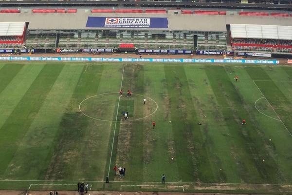 Terribles las condiciones de un estadio tan histórico como el Azteca. Foto: Agencia EL UNIVERSAL/EELG