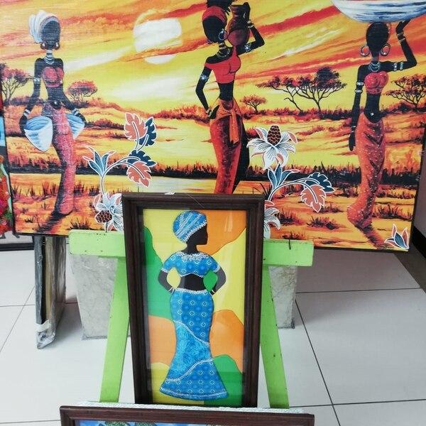 La pintura también es parte de la feria, visite y compruebe la calidad del arte caribeño tico. Foto Eduardo Vega Arguijo.
