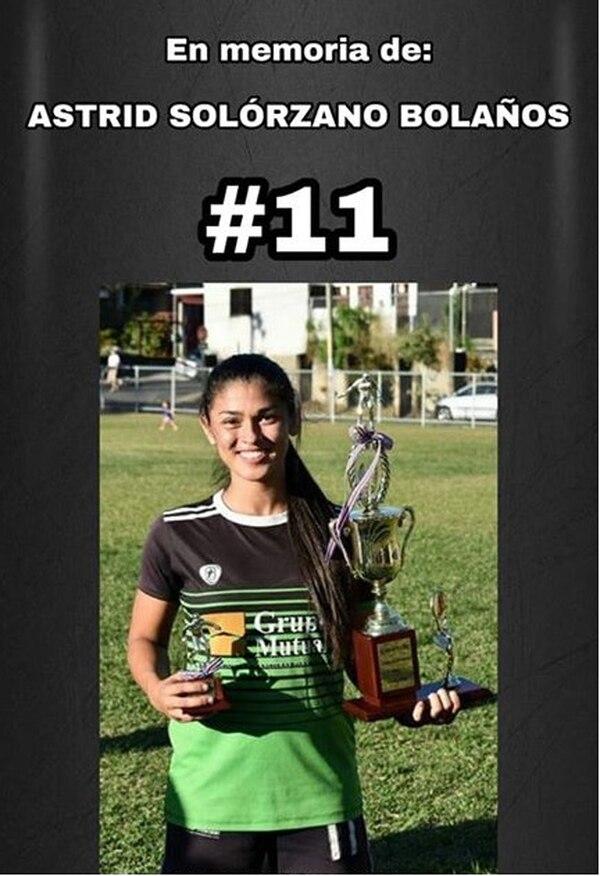 Astrid jugaba con la camiseta #11 y era la goleadora del equipo. Foto: Cortesía para La Teja.