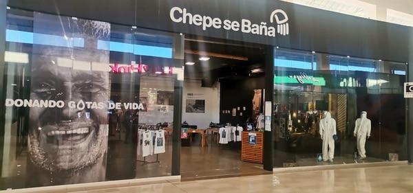 Multiplaza Escazú prestó un local para que Chepe se baña tenga su tienda solidaria. Foto: Cortesía de Mauricio Villalobos.