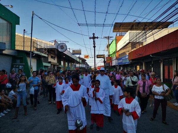 La procesión con la imagen del Negrito se hace todos los días. Foto: Deyvi Grijalba