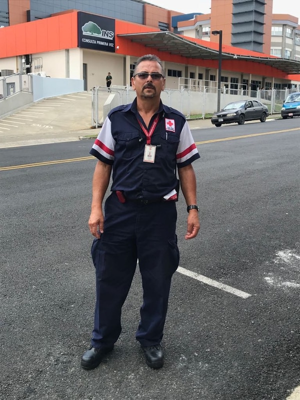 Don Victor sigue trabajando feliz de la vida en la Cruz Roja. Foto cortesía Victor Monestel