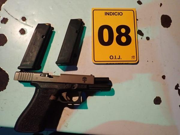 Entre lo decomisado había dos armas. Foto: OIJ