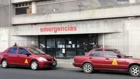 Hospital de Cartago está lleno, pacientes covid son atendidos en los pasillos
