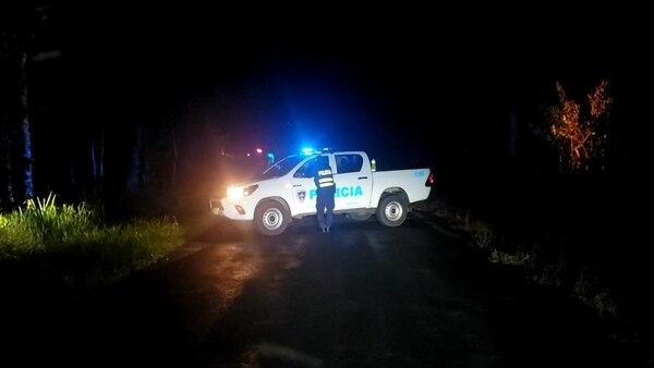 Unas personas que viajaban en un carro fueron quienes hallaron el cuerpo. Foto: Edgar Chinchilla.