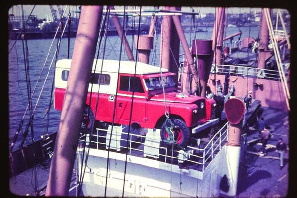 En el puerto de Hamburgo el carro fue embarcado para enviarlo a Costa Rica. Foto: Cortesía.