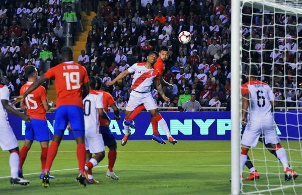 Costa Rica disputó otro amistoso con Perú en noviembre del año pasado. Foto: AFP.