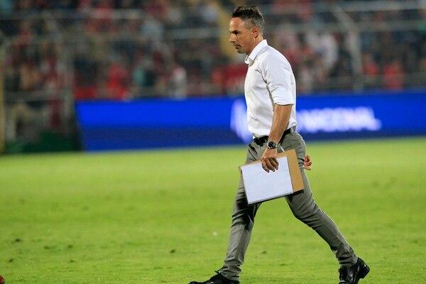 Nicolás dos Santos vino como preparador físico de los manudos y acabó siendo el técnico, debido a la salida abrupta del entrenador Rubén Israel. Foto: Rafael Pacheco