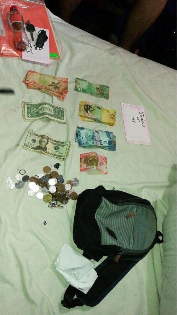 A la banda le decomisaron dinero en efectivo, armas y drogas. Foto: OIJ