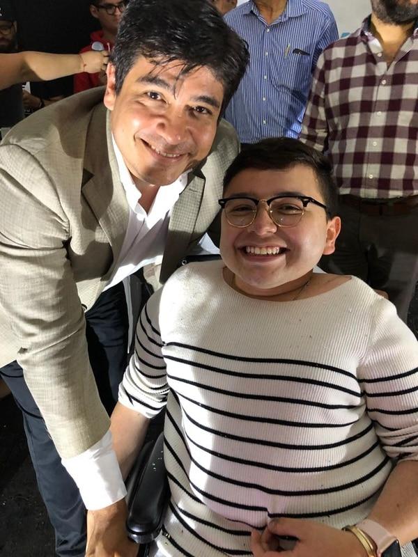 Alex compartió con el presidente de la República, Carlos Alvarado como parte de su trabajo como activista. Cortesía.