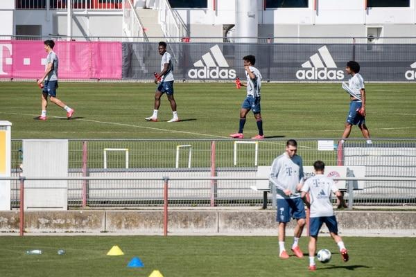 From left: Robert Lewandowski , Alphonso Davies, Kingsley Coman and Joshua Zirkzee soccer player from FC Bayern Munich practice at the club's training ground in Munich, Germany, Monday, April 6, 2020. (Matthias Balk/dpa via AP)