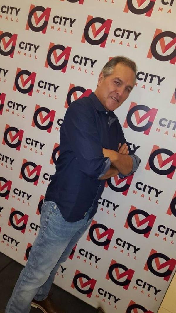 Gustavo Rojas modeló el viernes en un desfile de papás. Cortesía EnBoca Comunicación.