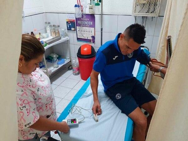 Roberto Moreira, del Motagua, también debió ir al hospital. AP