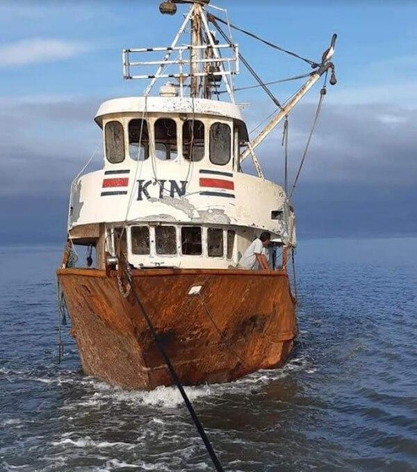 El hundimiento del barco provocó la muerte de dos de los pescadores. Foto: Andrés Garita