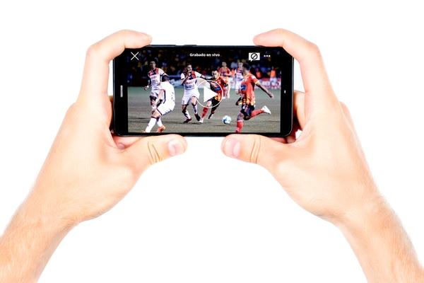 Los partidos del fútbol tico ahora solo se verán en canales de cable. Fotomontaje La Teja