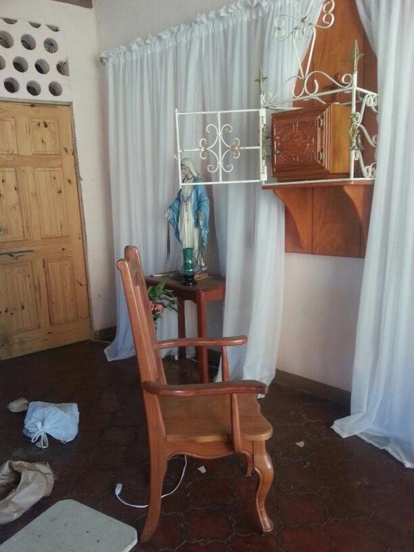 El santísimo de la iglesia fue robado, las ostias quedaron botadas en el suelo, además de los copones que dan apariencia de oro. Foto: Cortesía