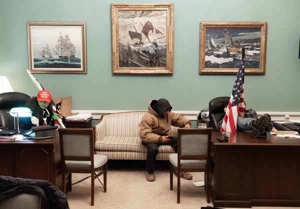 Los manifestantes lograron entrar a una oficina que normalmente está muy vigilada. Saúl Loeb / AFP