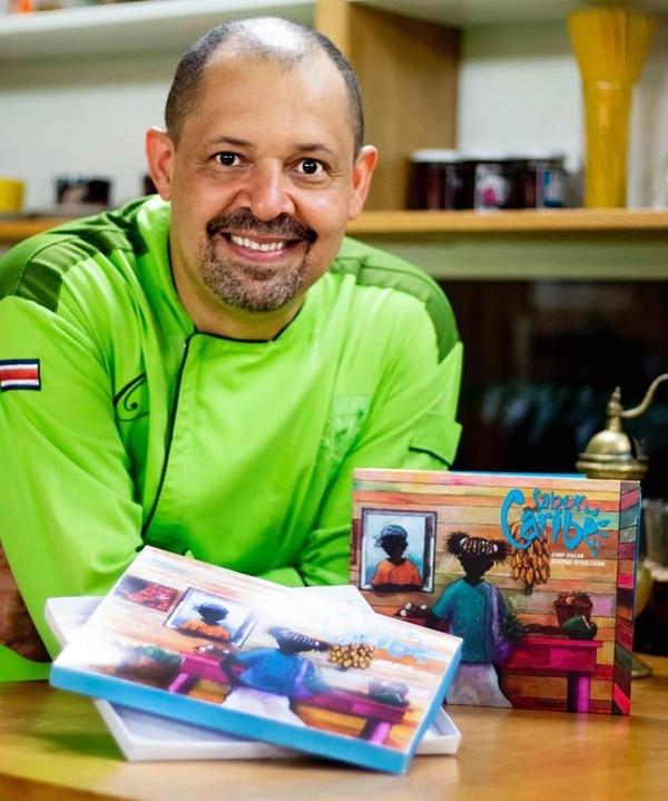 Oscar lanzó este libro de recetas y lo manda autografiado. Facebook