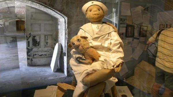 Este es Shadow, otro muñeco maldito que tiene el museo de los Warren. Cortesía.