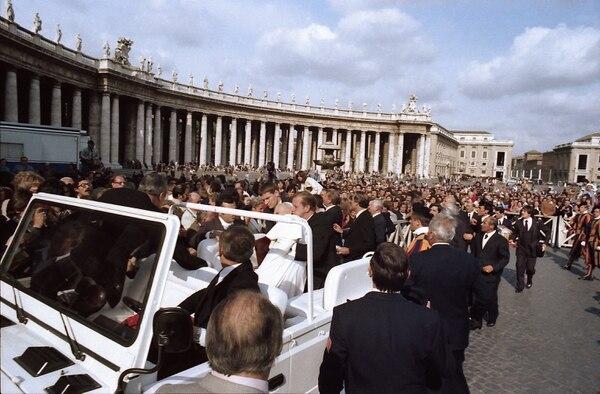 Quienes estaban en la plaza quedaron en shok. El papa sangraba mucho. AFP