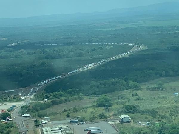 Así luce la frontera de lado nica en la espera de los camioneros por ingresar. Foto: Pegando Porte.