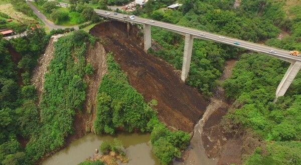 La muni ha reportado que se han dado varios deslizamientos más. Foto: Warren Campos