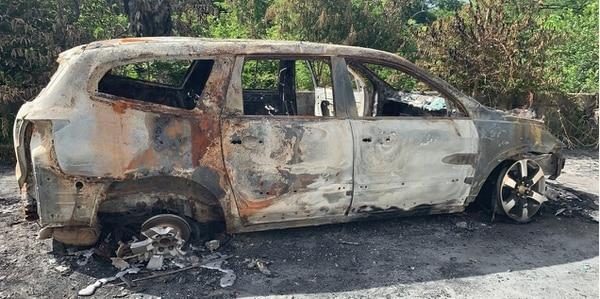 El carro del afectado fue quemado. Foto: Andrés Garita