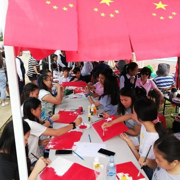 Los niños realizaron dibujos y pinturas con inspiración en el tema de la Indepenencia. Foto Eduardo Vega Arguijo.