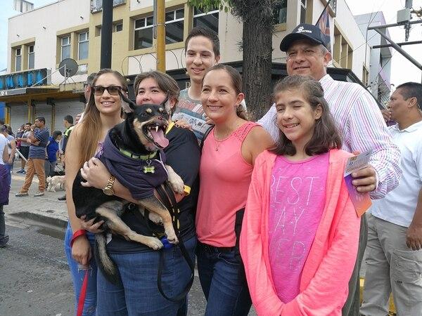 La Familia del presidente Luis Guillermo Solís estaba feliz por conocer a Duke. FOTO: EVELYN ARCE