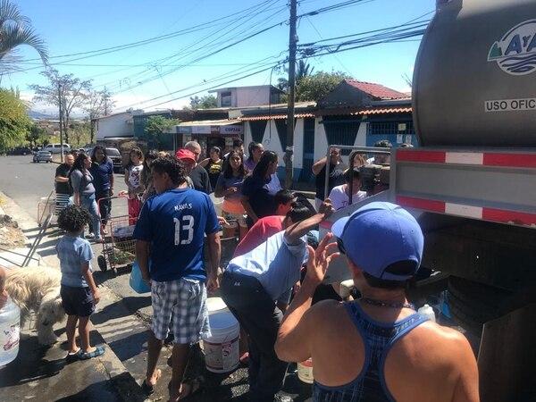 Los vecinos de Hatillo 2 llevan días completos sin agua en sus tubos.