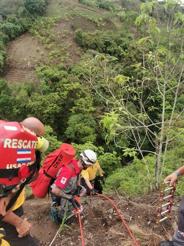 El accidente ocurrió cerca de un tajo en Naranjo de Alajuela. Foto cortesía.