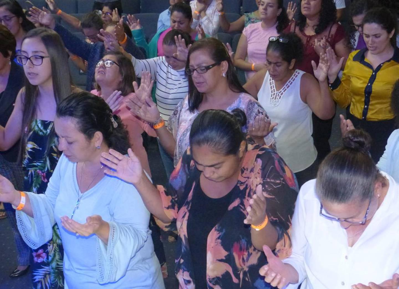 """Este viernes 23 de julio, se estará realizando la primera vigilia nacional virtual. """"Cielos abiertos sobre Costa Rica"""" es el nombre que recibe la campaña en la que cada congregación elige la plataforma que mejor le favorezca para reunirse, nos explica la Alianza Evangélica Costarricense"""