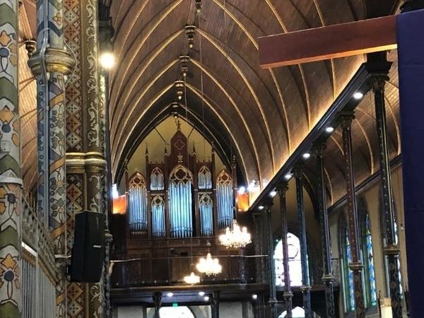 Ahora con la nueva iluminación la iglesia se ahorra hasta ¢200 mil en el recibo de luz. Foto: Cortesía Presidencia