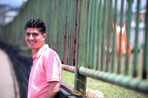 Luis lleva con calma su crecimiento profesional en la cancha y en las aulas universitarias. Fotografia: Graciela Solis