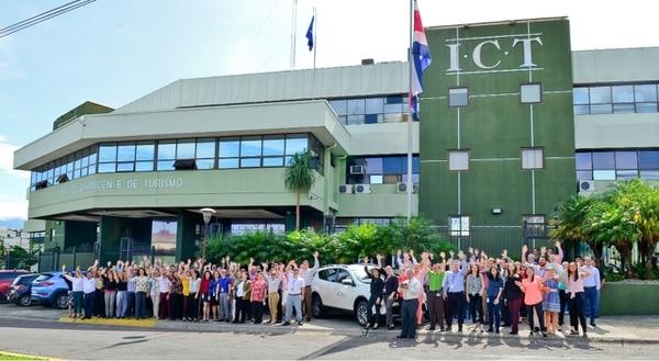 Todo el personal del ICT se apuntó a la iniciativa ambiental y ganaron el certificado. Foto: Cortesía ICT