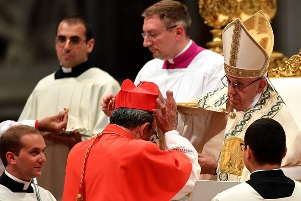 El papa Francisco quiere lavar la imagen de la Iglesia con respecto a los abusos sexuales contra menores de edad. Foto: AFP PHOTO / Andreas SOLARO