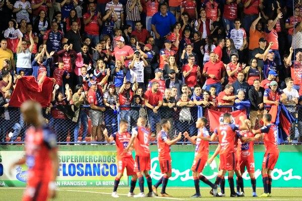 San Carlos le dio un golpazo a la débil Alajuelense. Rafael Pacheco