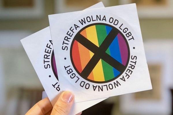 Estas postales tiene a Polonia peleando. Twitter.