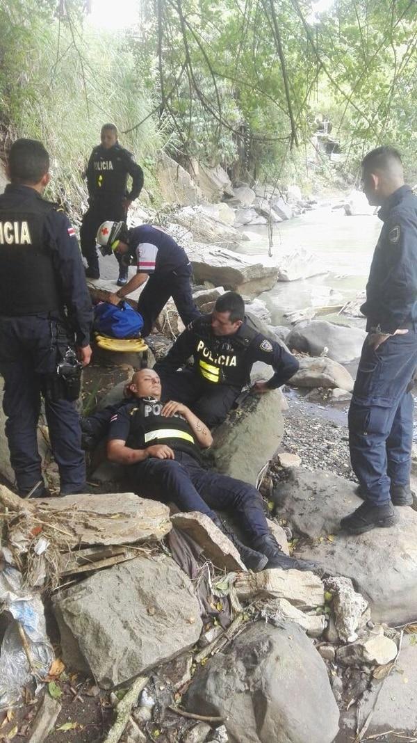 El oficial David Nicholson sobrevivió a una caída de más de metros cuando perseguía a un asaltante en las inmediaciones del río Tiribí.