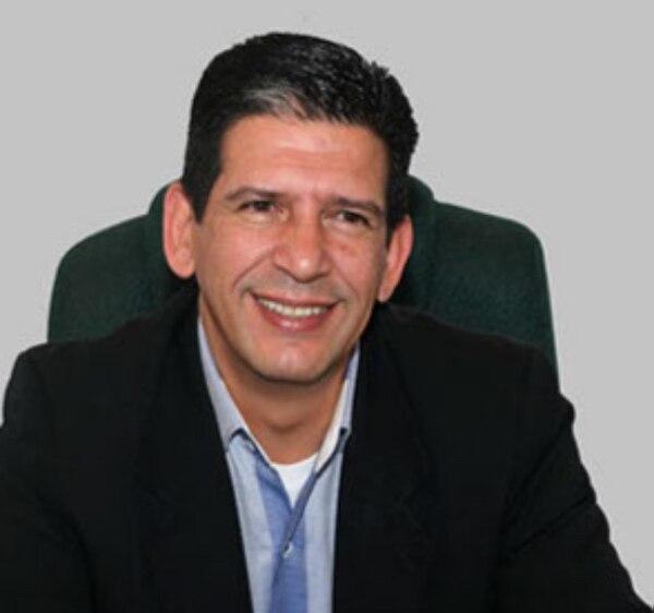 Pastor Carlos Umaña, director del ministerio Life FM